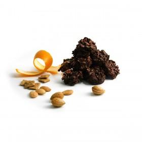 Rocas de chocolate negro con almendra, naranja confitada y trocitos de cereales Golden Graham