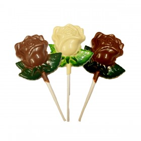 Piruleta de rosa en tres chocolates